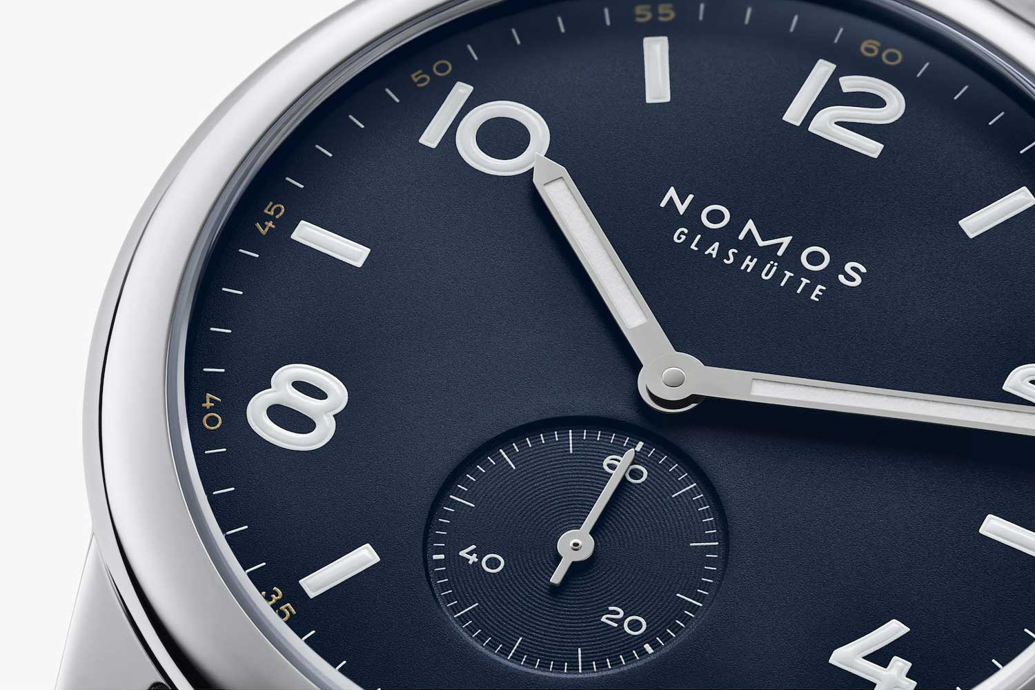 The Club Automatic has a clean, harmonious dial with optimal legibility.