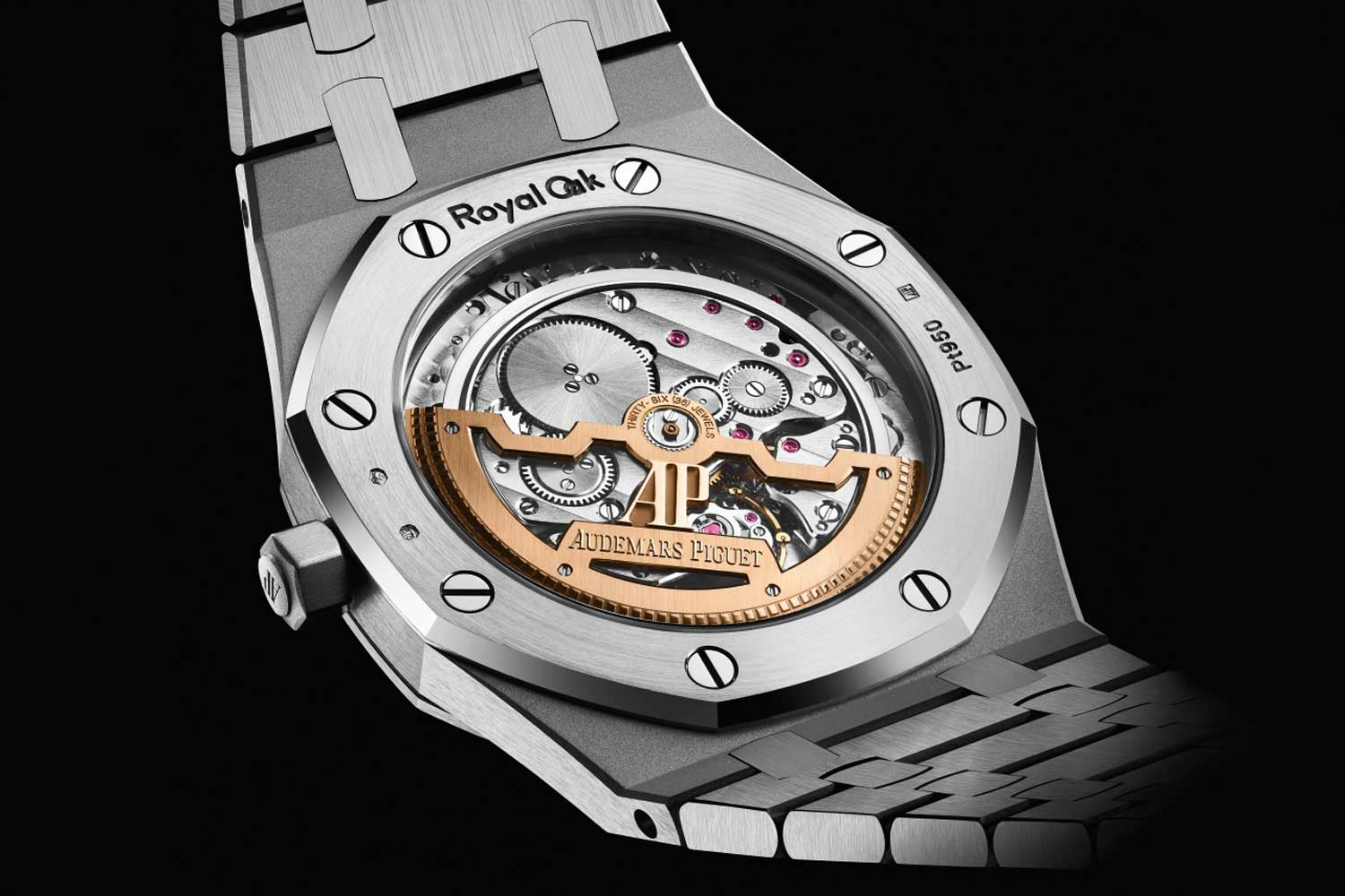 """The Royal Oak """"Jumbo"""" Extra-Thin Reference 15202 features the legendary Calibre 2121"""