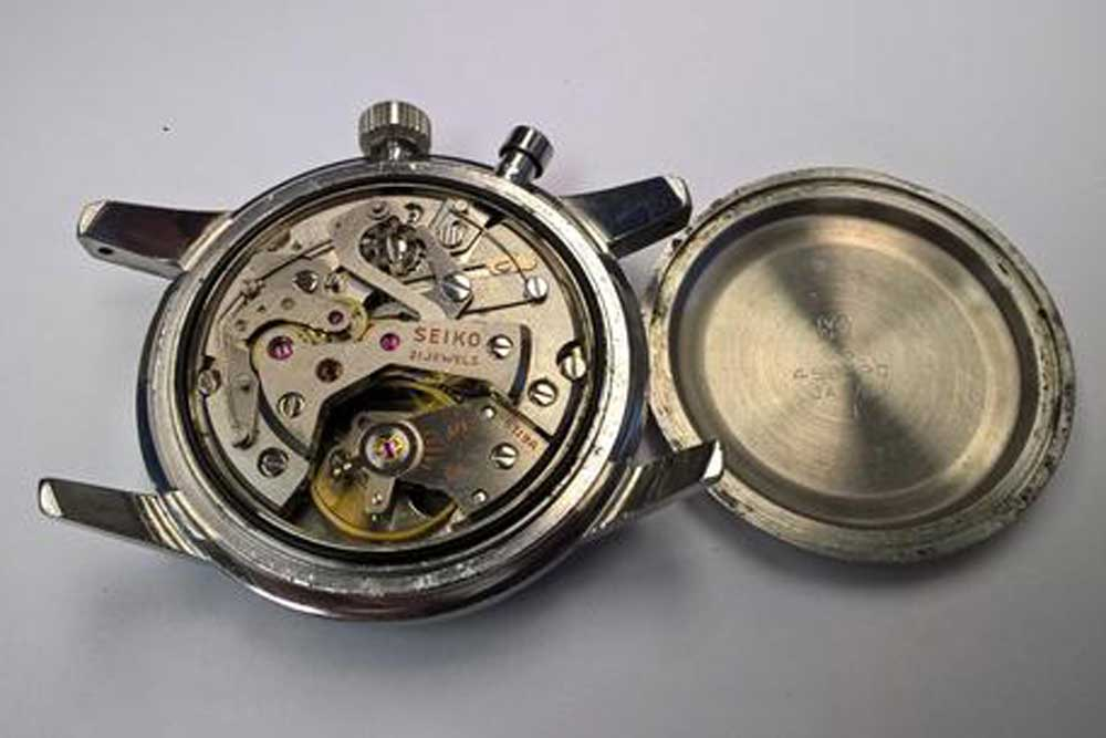 Developed by Suwa Seikosha, the calibre 5719 was a12-ligne movement with a frequency of 5.5Hz. It offered 38 hours of power reserve with the stopwatch running.