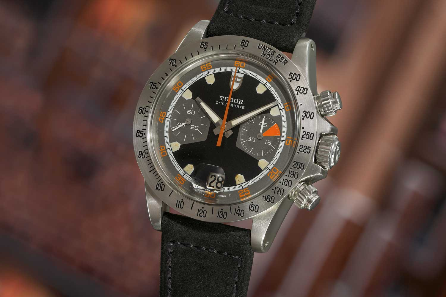 Tudor unveiled the 7000-series watch with the references 7031 and 7032 in 1970. Seen here is the ref. 7032 with black dial (Image: Phillips.com)