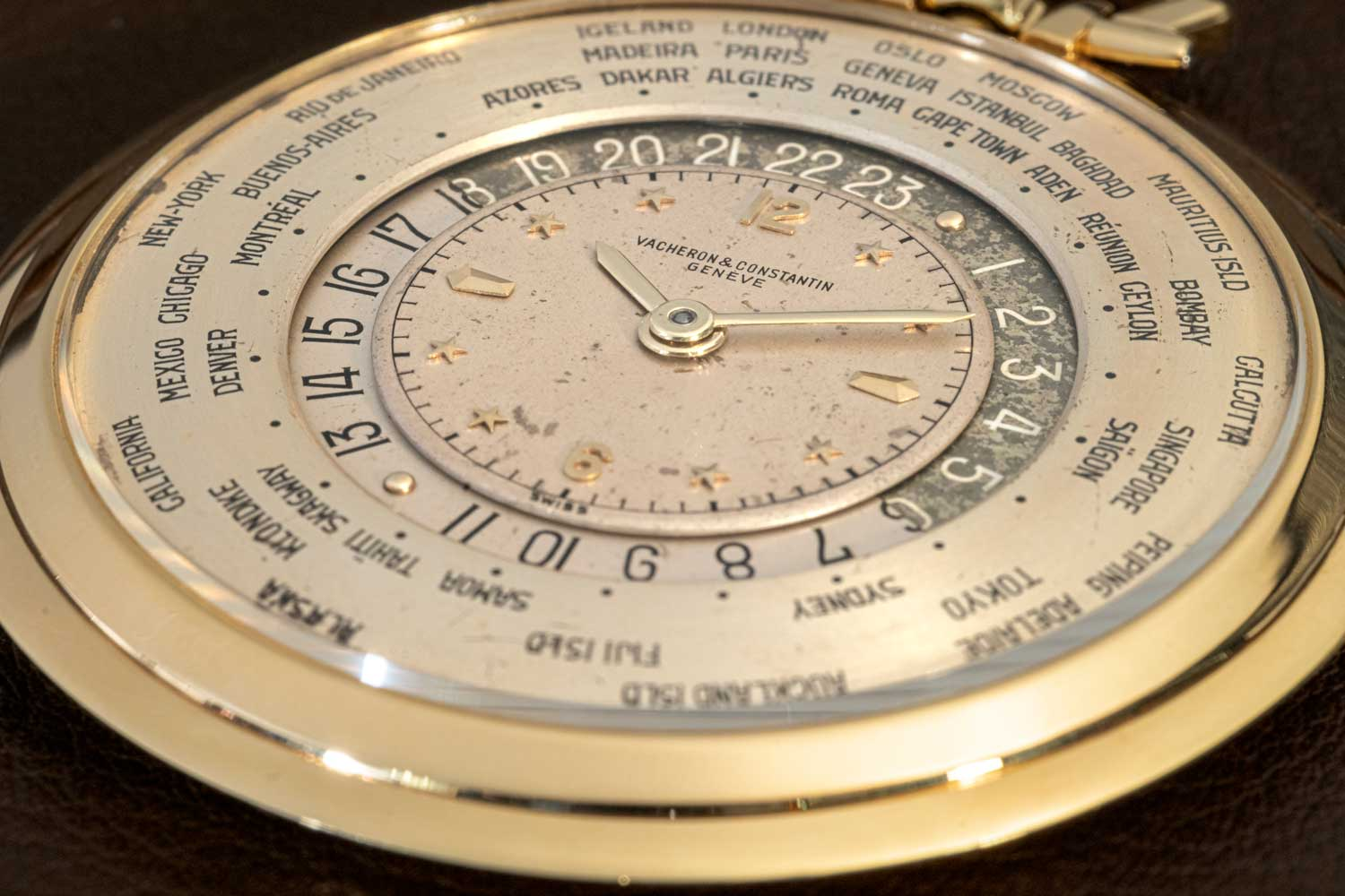 The Reference 4414 Heure Universelle's dial has its local time in the center and then a 24-hour disc that rotates around the perimeter of the dial in a counterclockwise pattern aligning with the 24 different time zones around the dial represented by the corresponding cities (©Revolution)