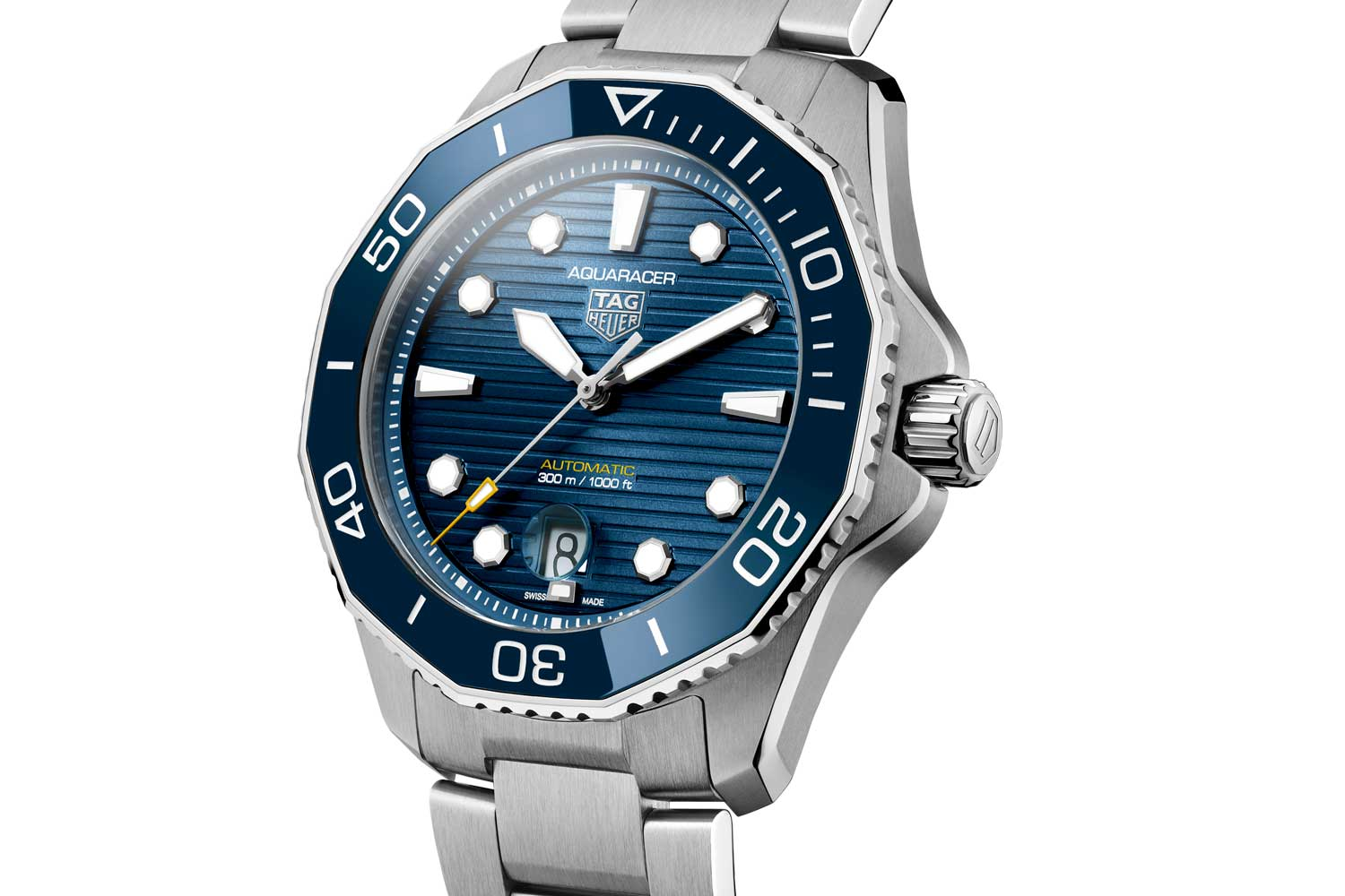 Devoid of any superfluous design details, the new Aquaracer watches are wonderfully rooted in the present.