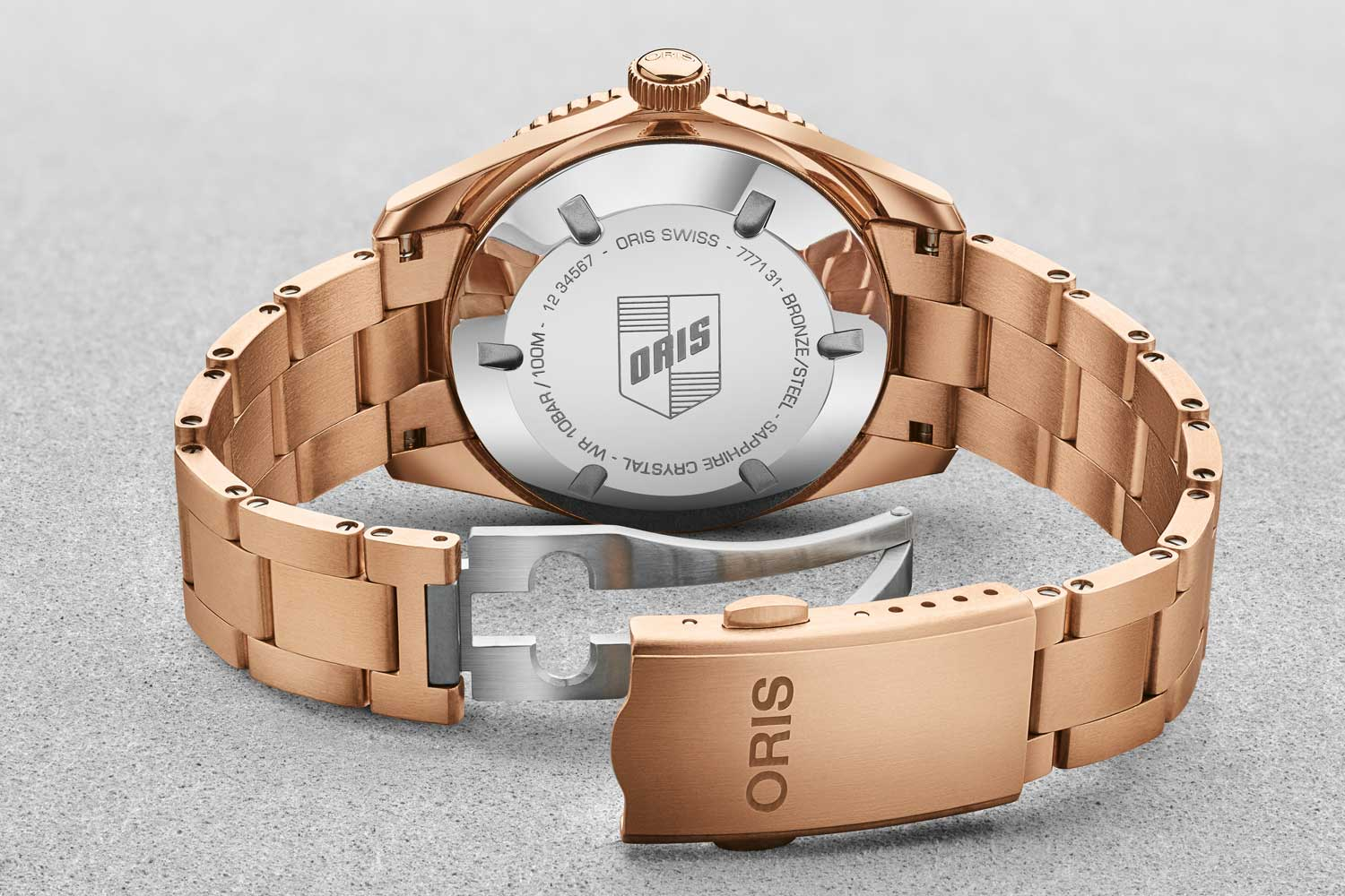 """The Divers Sixty-Five """"Cotton Candy"""" is equipped with the automatic calibre Oris 733"""