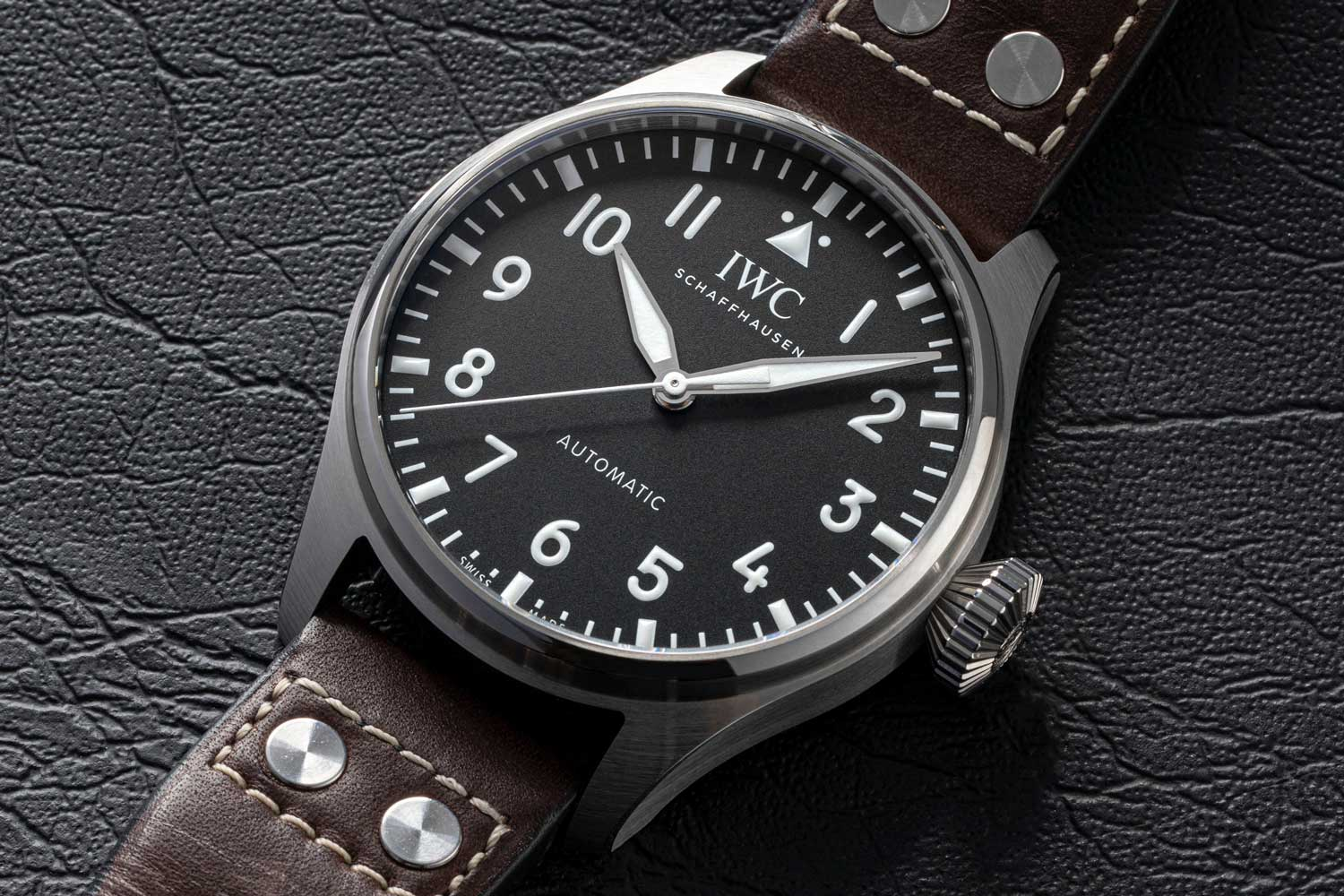 The Big Pilot's Watch 43 offers a few strap options in calf leather, rubber and stainless steel. (©Revolution)