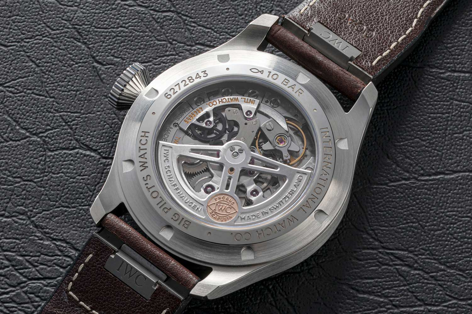 The watch is powered by calibre 82100, which uses zirconium oxide ceramic for the automatic wheel and the pawls that mesh with it. (©Revolution)