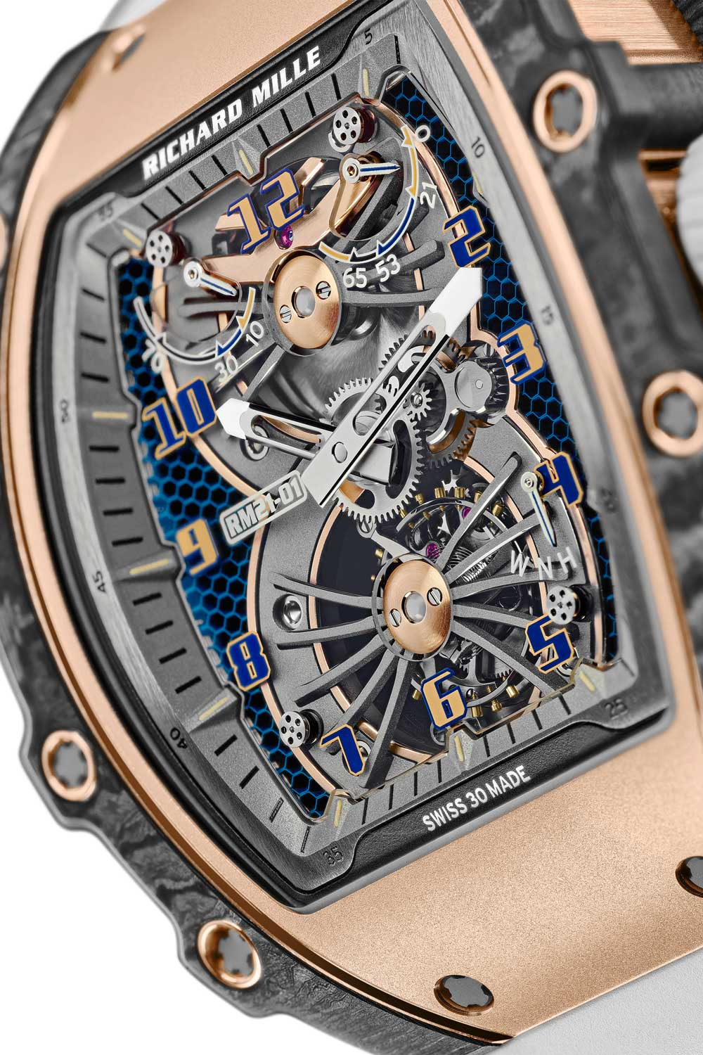 A torque indicator at one o'clock provides the information on the mainspring's tension, allowing an optimisation of the chronometric functioning of the movement.