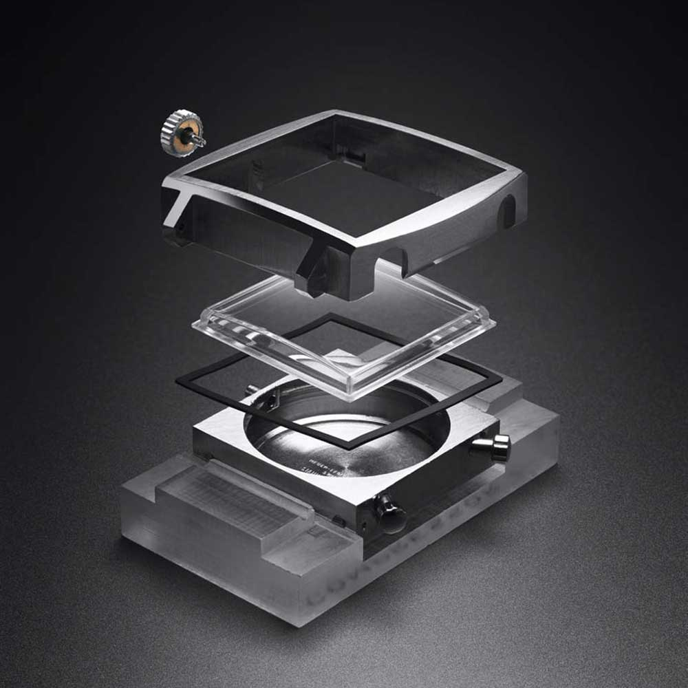 An exploded view of the Monaco's square case.