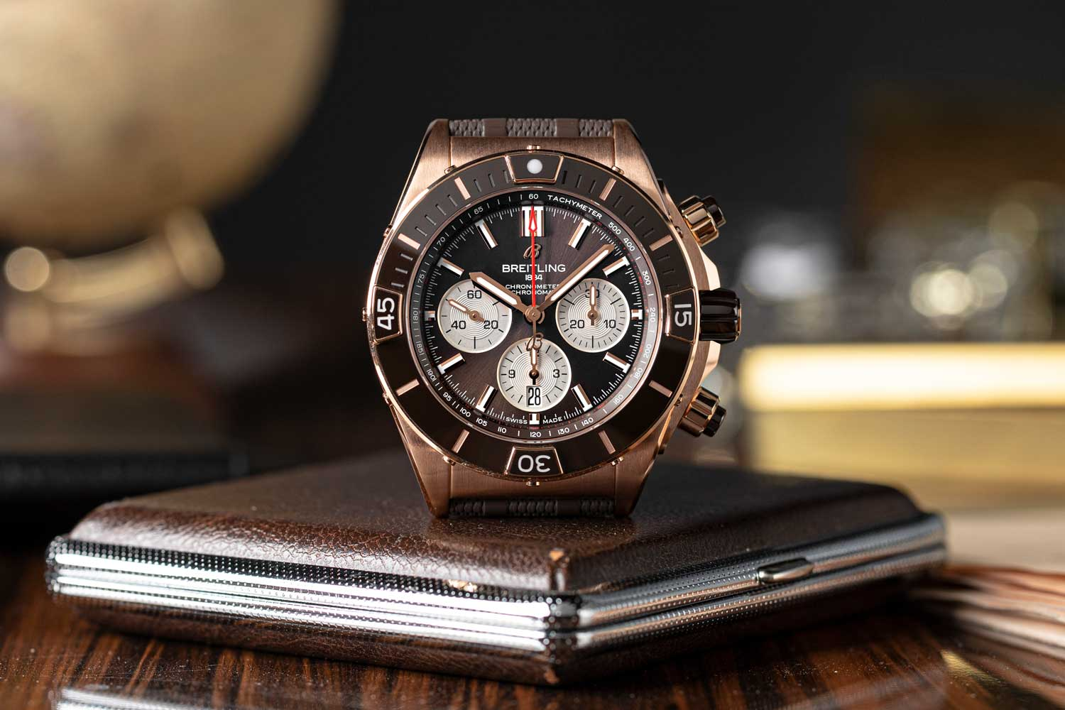 The Super Chronomat B01 44 in 18 k red gold, with brown dial and ceramic bezel insert (©Revolution)