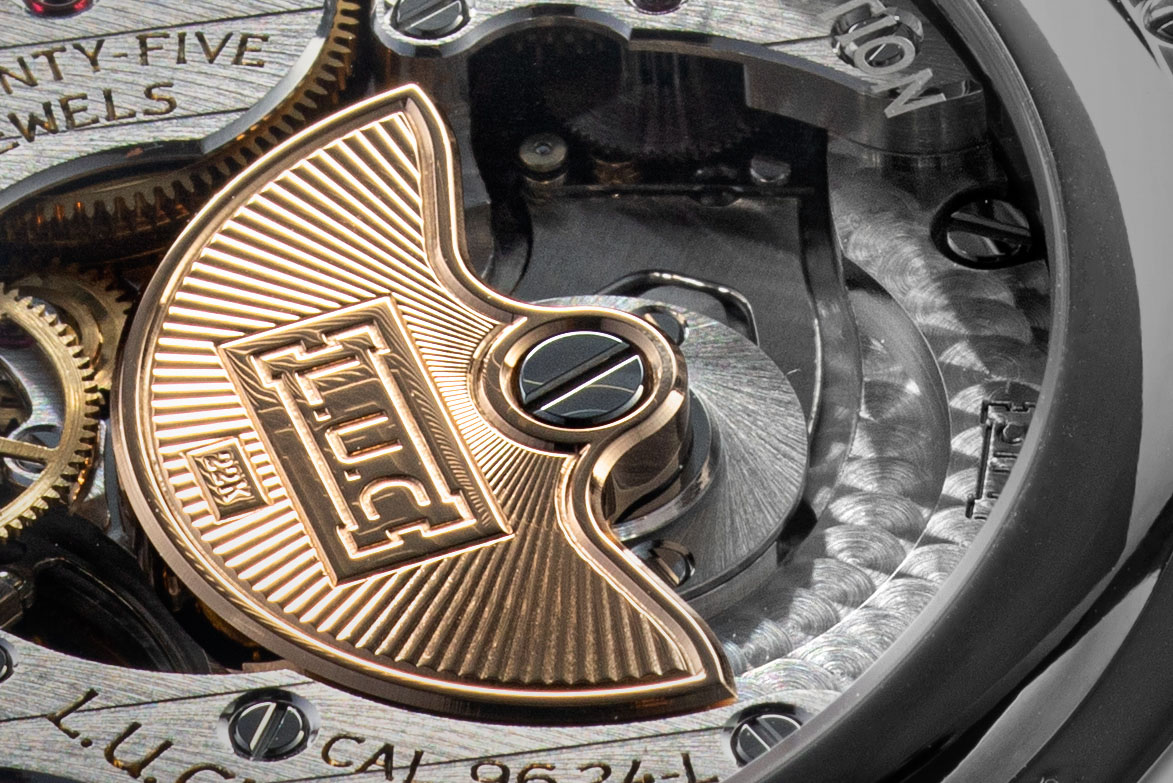 The engraved 22-carat gold bi-directional micro-rotor of the L.U.C 96.24-L (©Revolution)