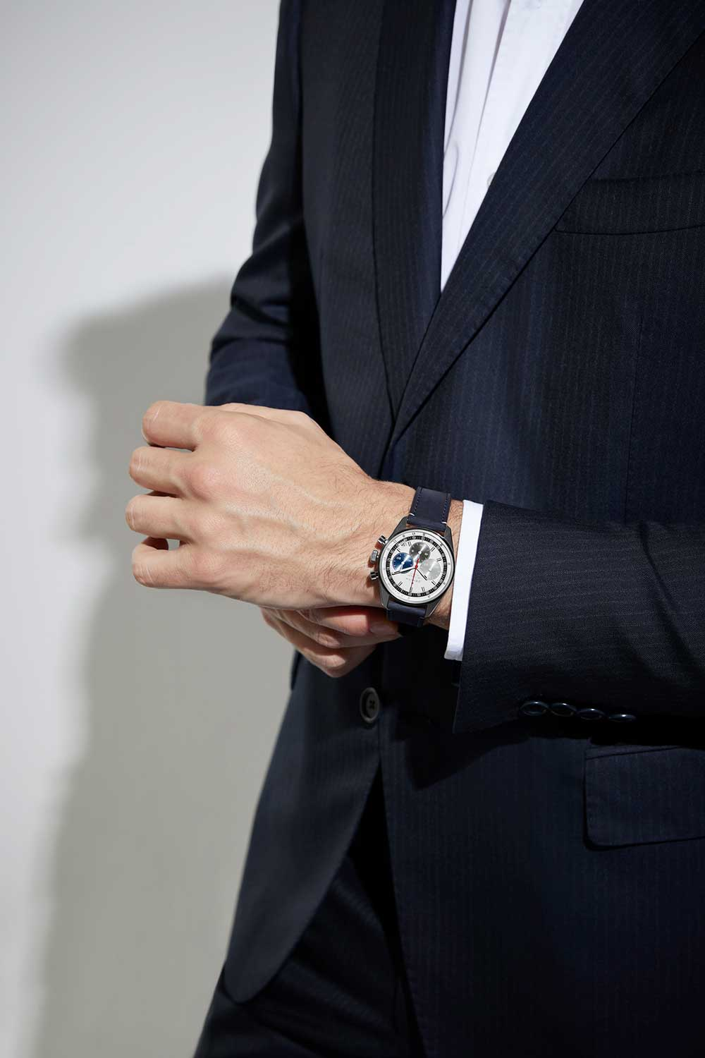 The Chronomaster Original is equipped with the El Primero 3600 that delivers a power reserve of 60 hours.