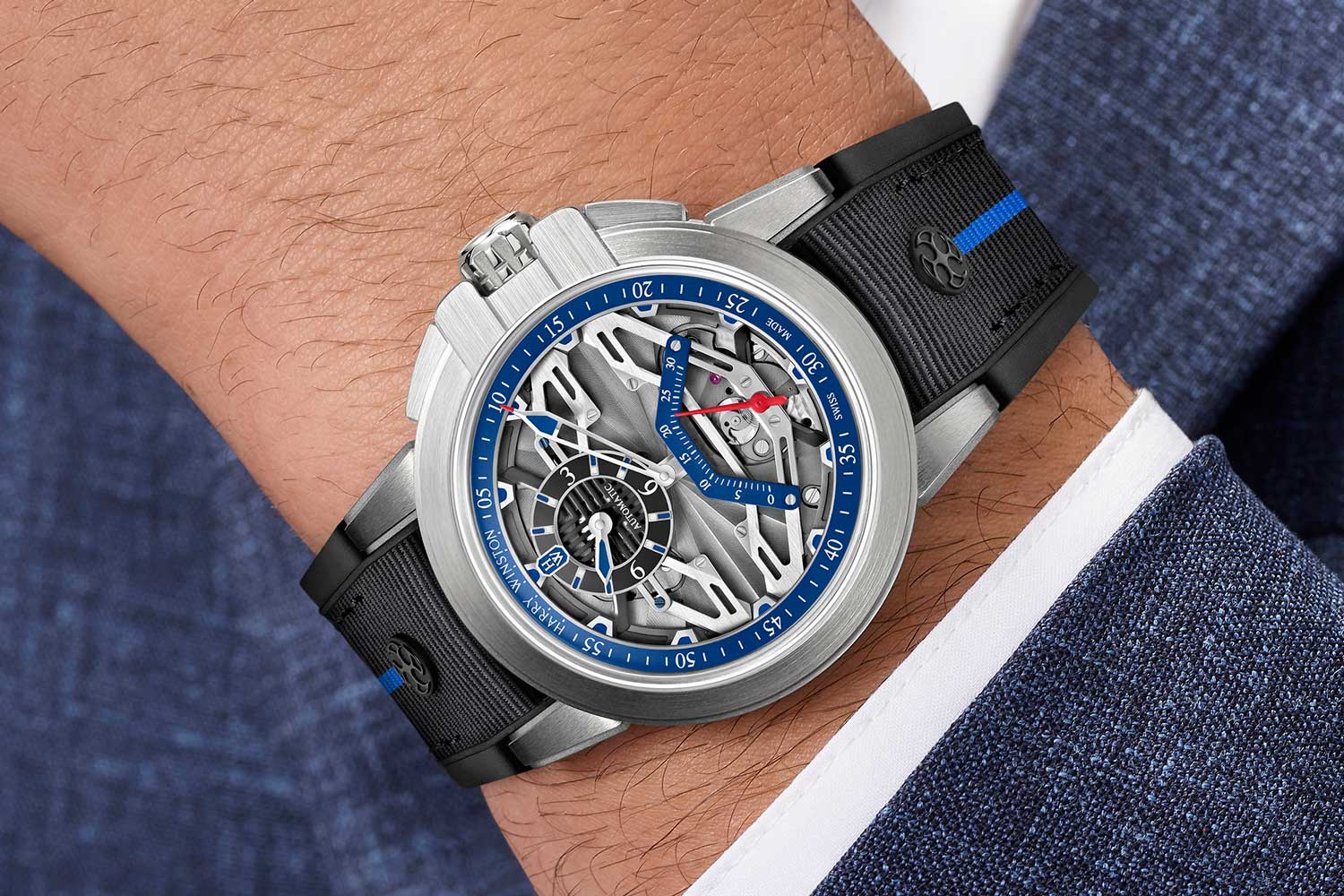 Inspired by regulator clocks, a large and partially skeletonized hand with blue and red extremities marks the passing minutes on the blue counter on Project Z15's dial.