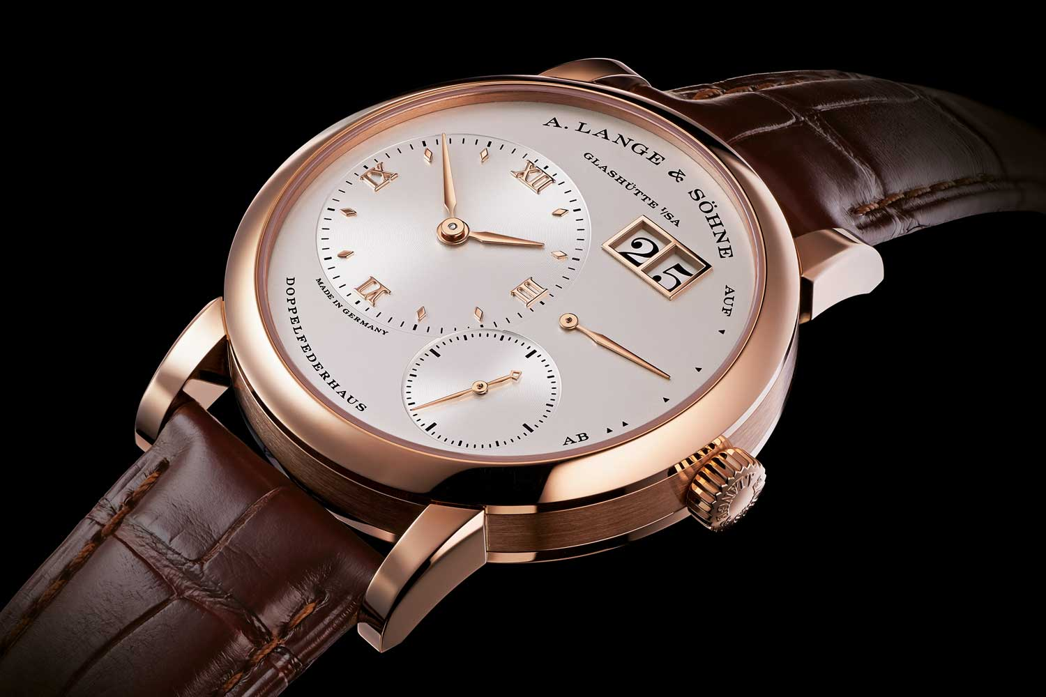 The ref. 191.032 Lange 1 in pink gold, is a redesigned take on the the staple, launched in 2015