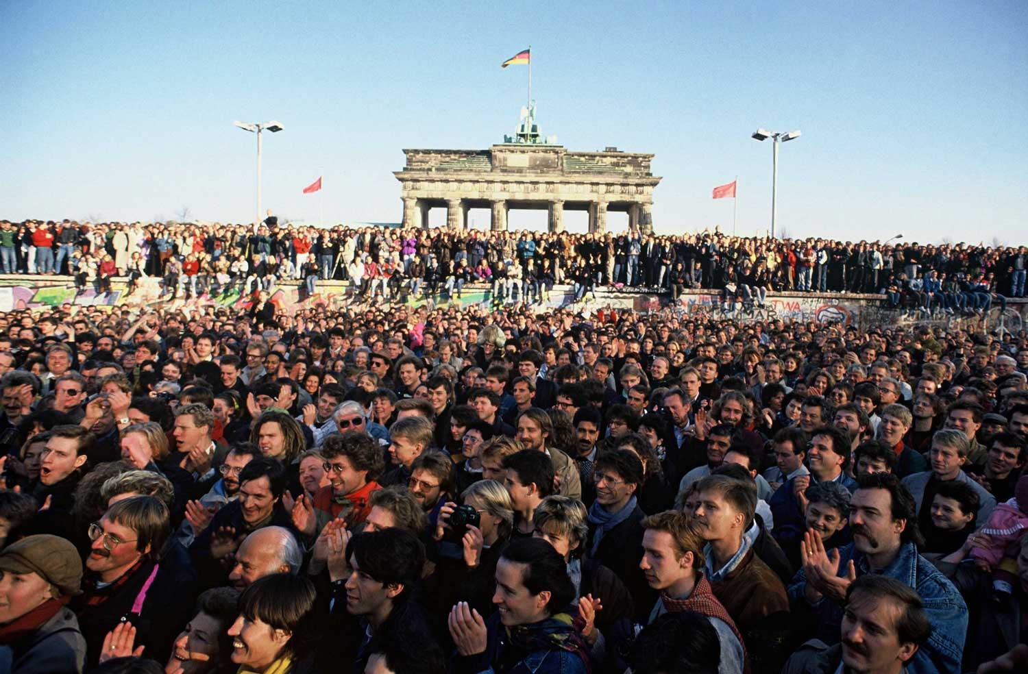 Thousands rushed to the wall in the first few days after its opening.Credit...Robert Wallis/Corbis, via Getty Images