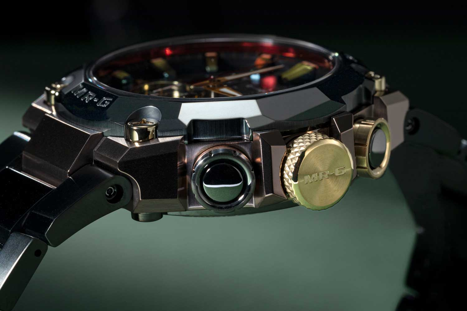 """The bezel and bracelet are rendered in a deep green DLC finish called """"kurogane-iro"""", while the case is treated with a brown Arc Ion Plating finish, which echo traditional samurai colors. (©Revolution)"""