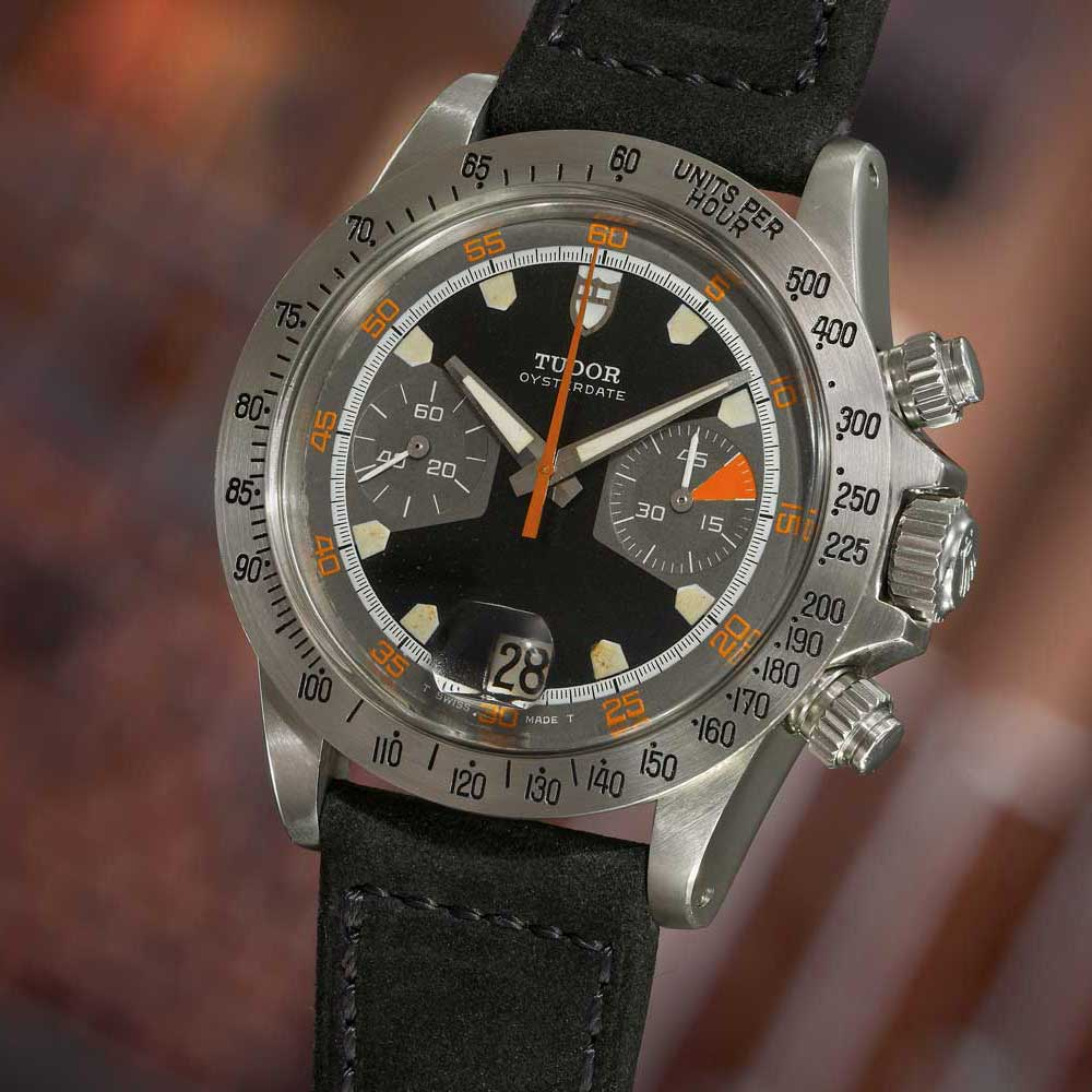 The ref. 7032 with black dial (Image: Phillips.com)