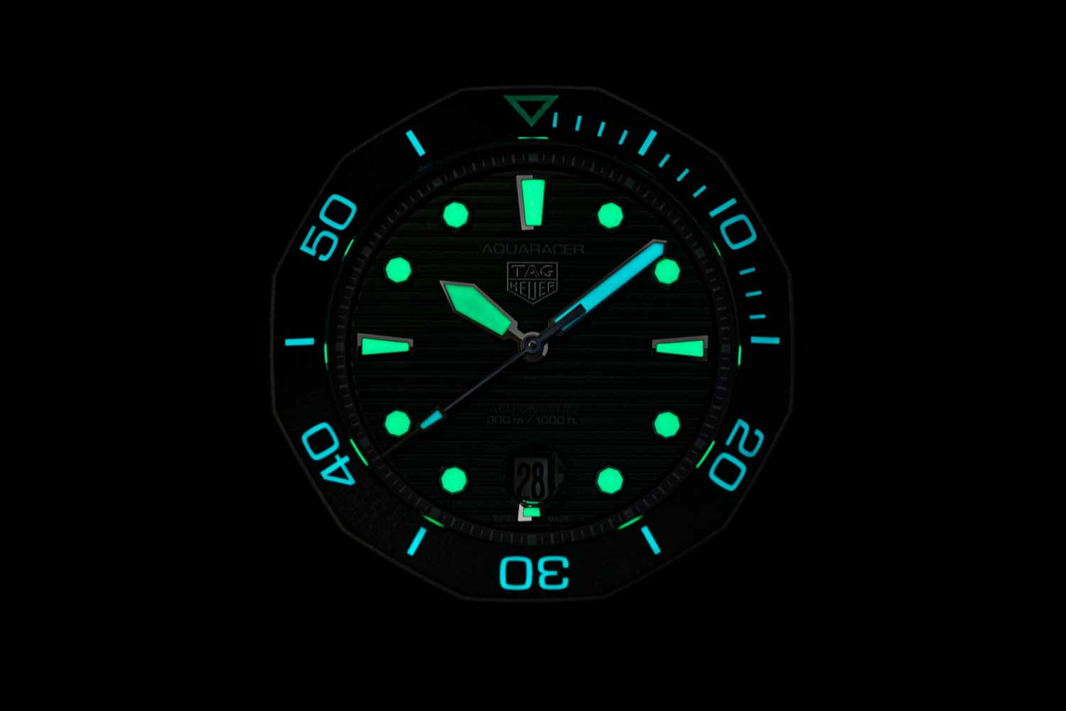 While the hour hand and the indexes on the watch glow green,the minute hand, seconds hand and the inverted triangle on the bezel that represents the start of elapsed dive time glow blue. (©Revolution)