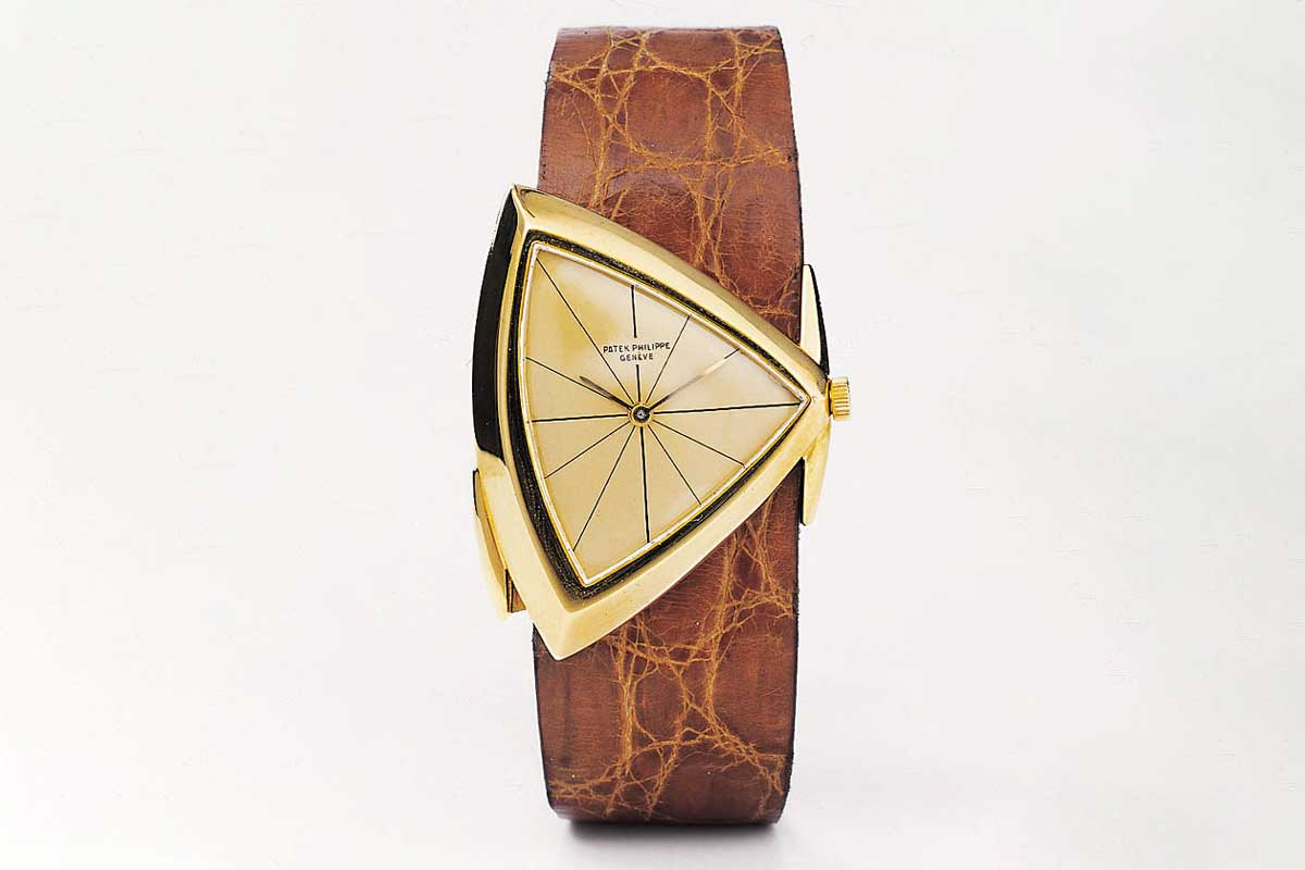 The most dramatic of all Gilbert Albert watches was the ref. 3412 from 1958. Designed like a triangle with two sides of the case in extreme proportions, this watch turns the notion of traditional lugs on its head. (Image: Christie's)
