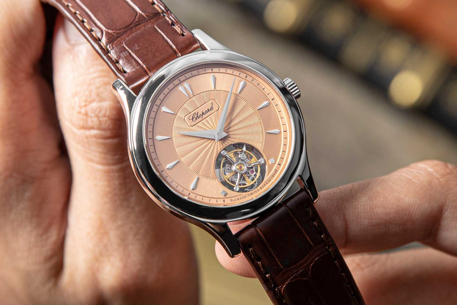 In our opinion the COSC-certified and Geneva Seal bearing Chopard L.U.C 1860 Flying T, Special Revolution is thusly a chronometric masterpiece (©Revolution)