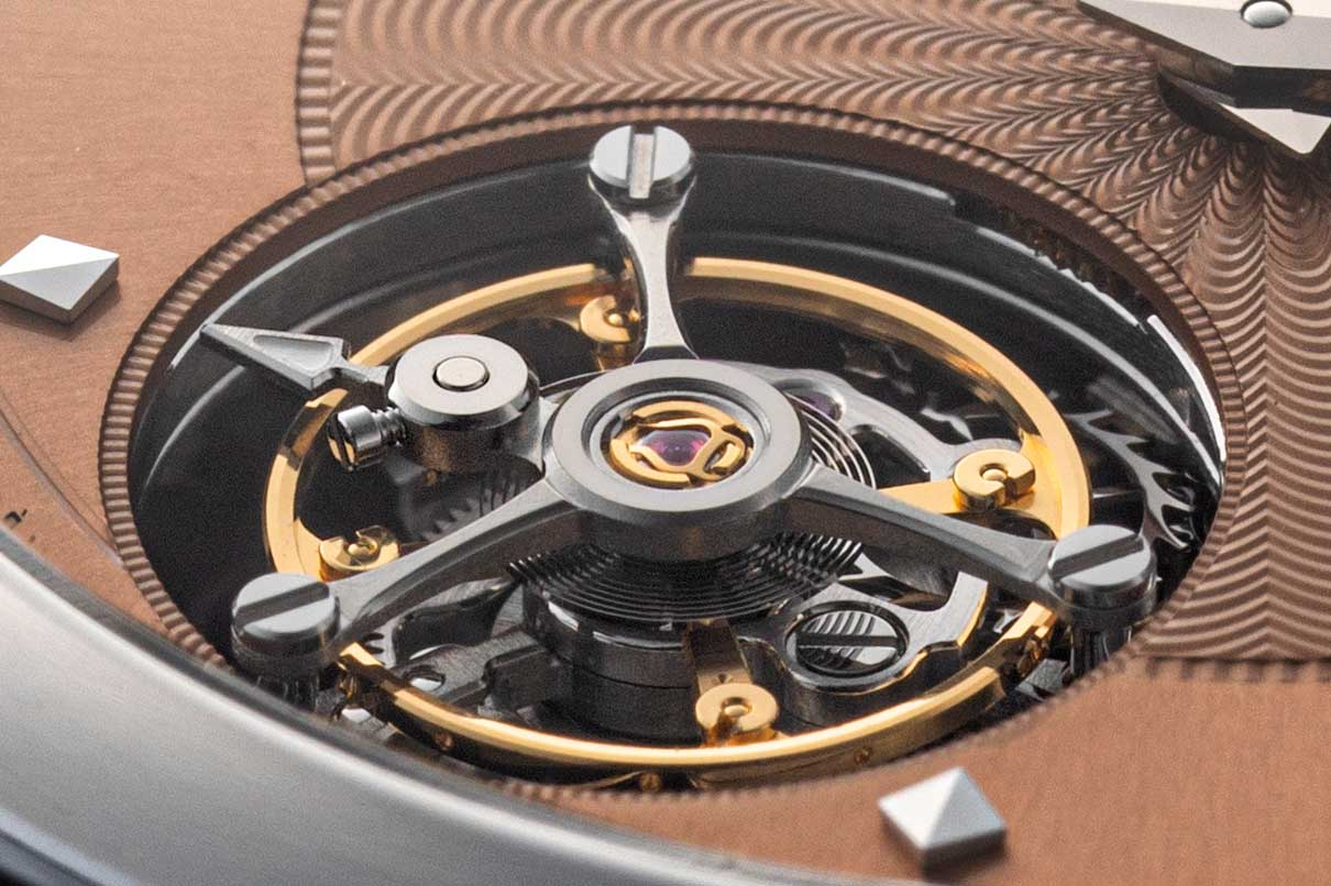 The brake function on the L.U.C 96.24-L is not applied to the balance but instead to the cage, somewhat like that in the case of the Parallex Tourbillon; further, because the cage of the tourbillon is exactly the same diameter as the tourbillon aperture on the dial, the brake function is hidden from view so that it is, in effect, a mysterious stop-seconds tourbillon (©Revolution)