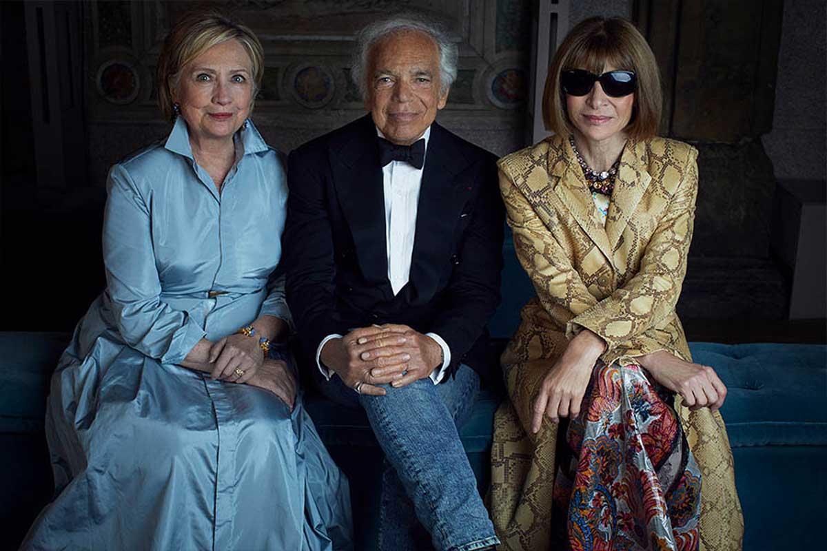 Ralph Lauren với Hillary Clinton và Anna Wintour tại buổi trình diễn kỷ niệm 50 năm thành lập của ngôi nhà ở New York, năm 2018.