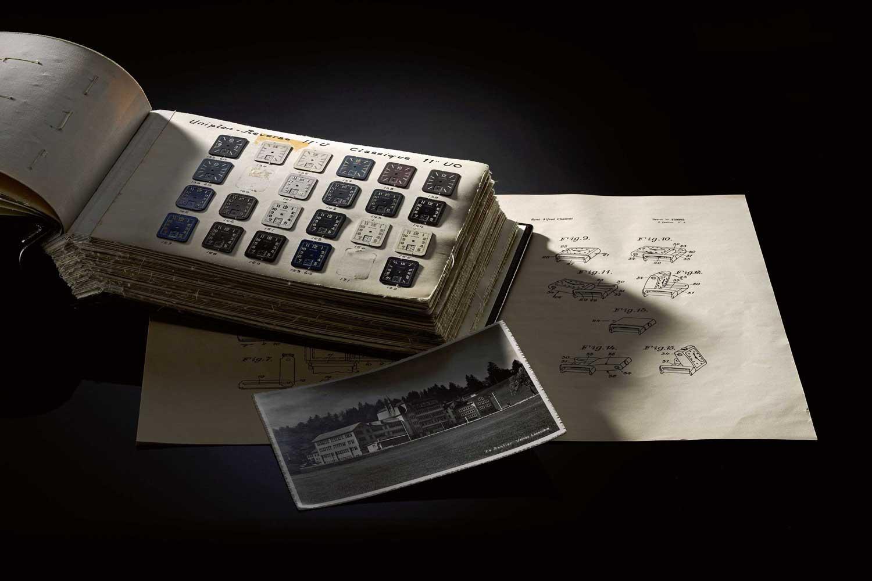 Các thiết kế mặt số khác nhau cho Reverso như được thấy trong kho lưu trữ
