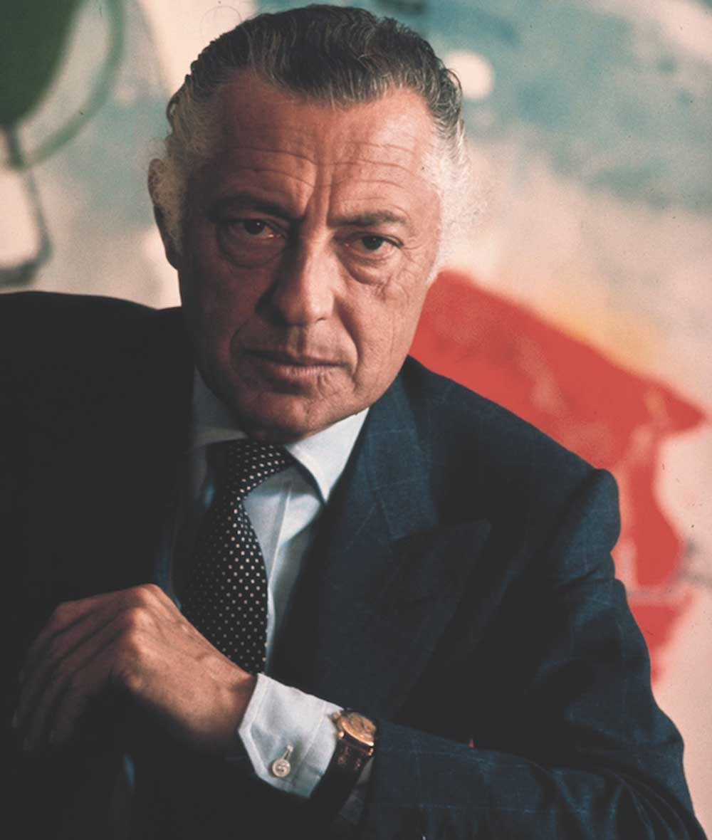 The impeccably stylish and charming Gianni Agnelli, would always wear his Patek Philippe ref. 1415 around his shirt cuff . (Image: The Rake)