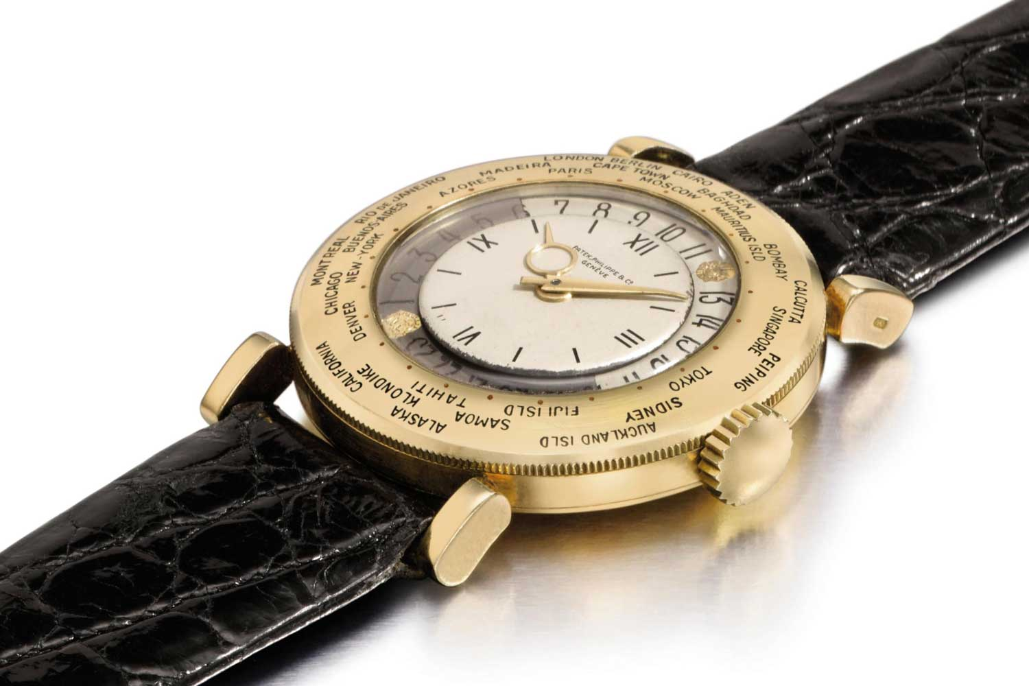 Patek Philippe ref. 1416 looks almost exactly like the ref. 1415 except for its straight lugs, the only difference really being that the 1416 had an inner bezel that was slightly larger, 20.8mm vs 20.5mm. (Image: Christie's)