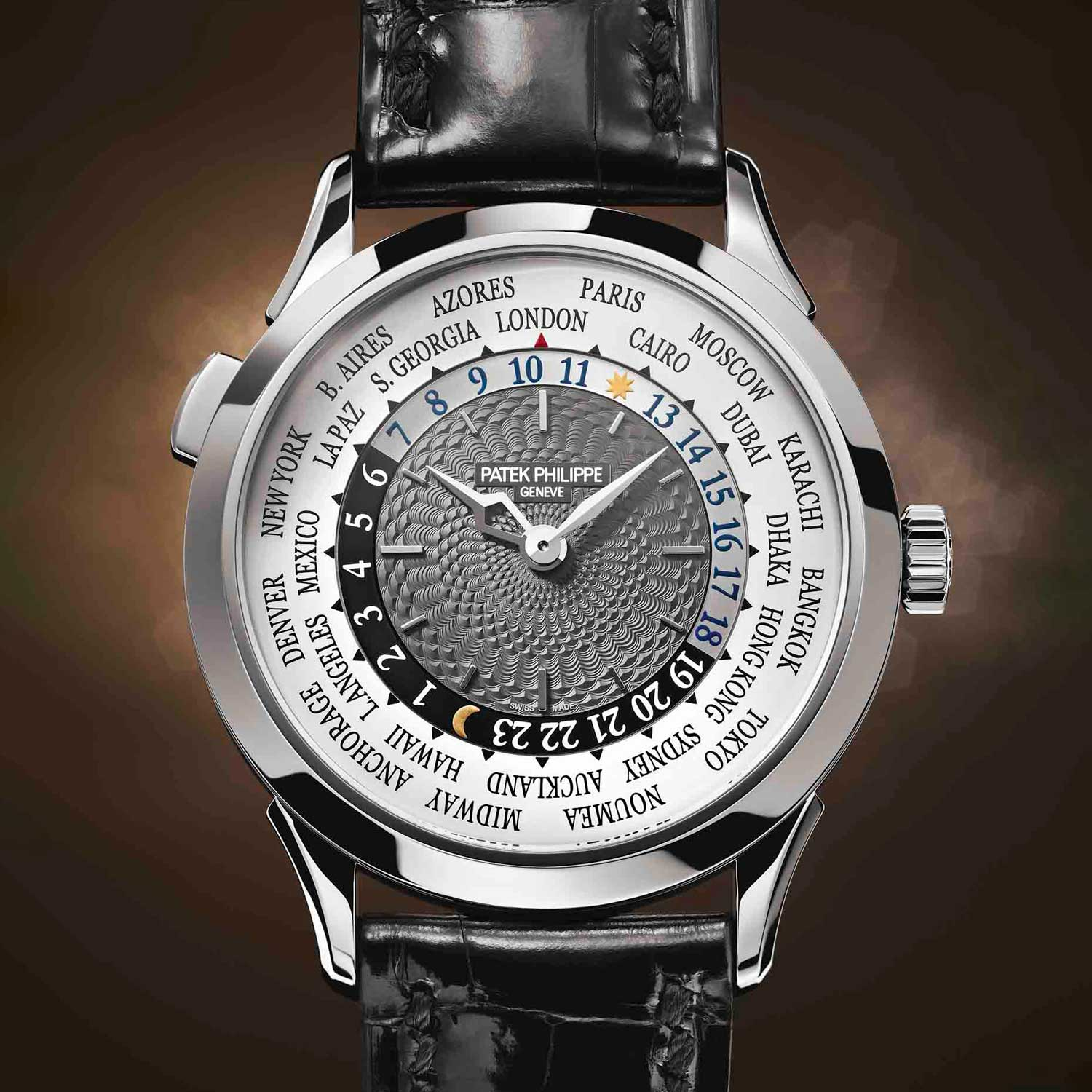 The ref. 5230 was the first modern World Timer without crown guards