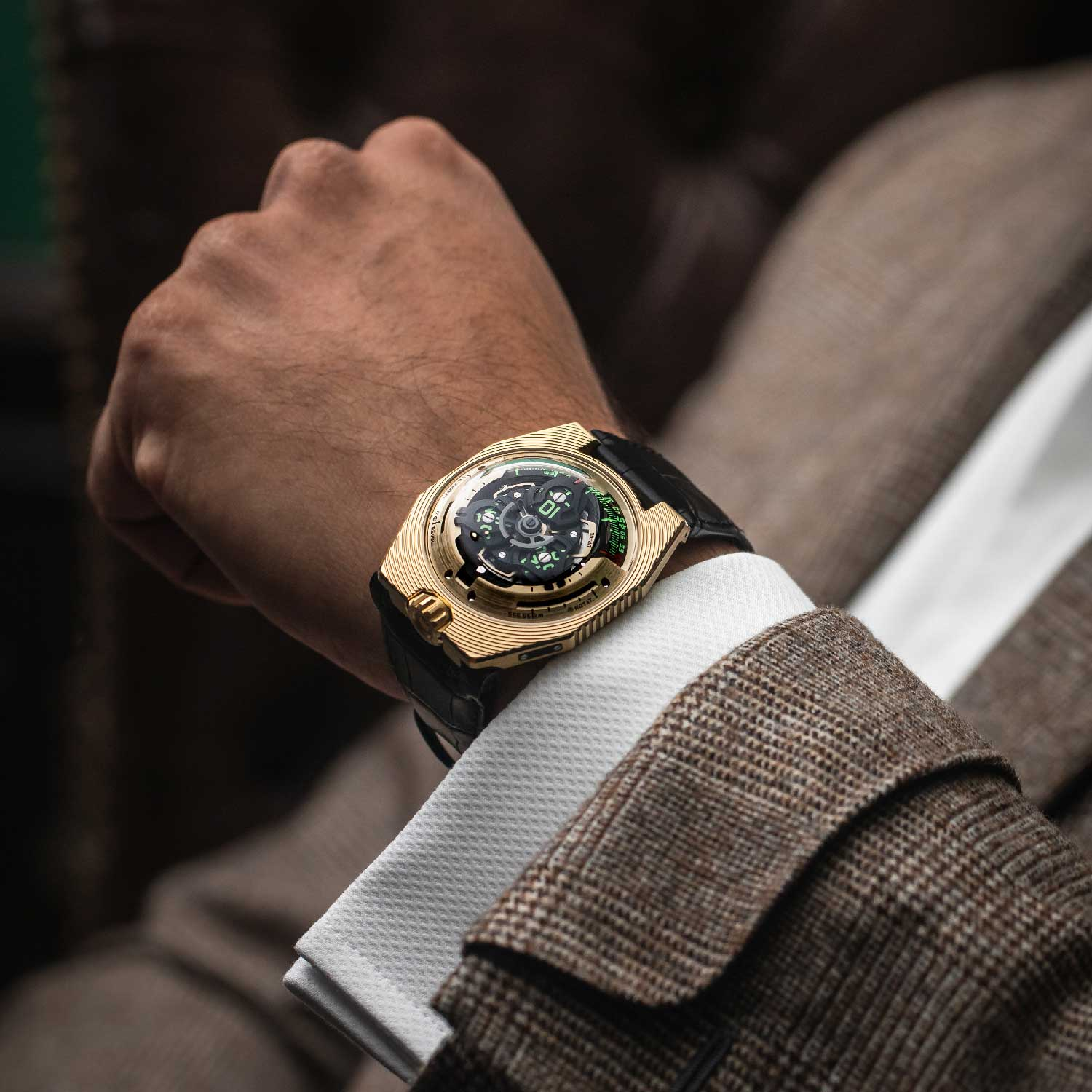 This 25-piece edition has a 41mm case made of this lustrous organic gold and scratch resistant palladium alloy.