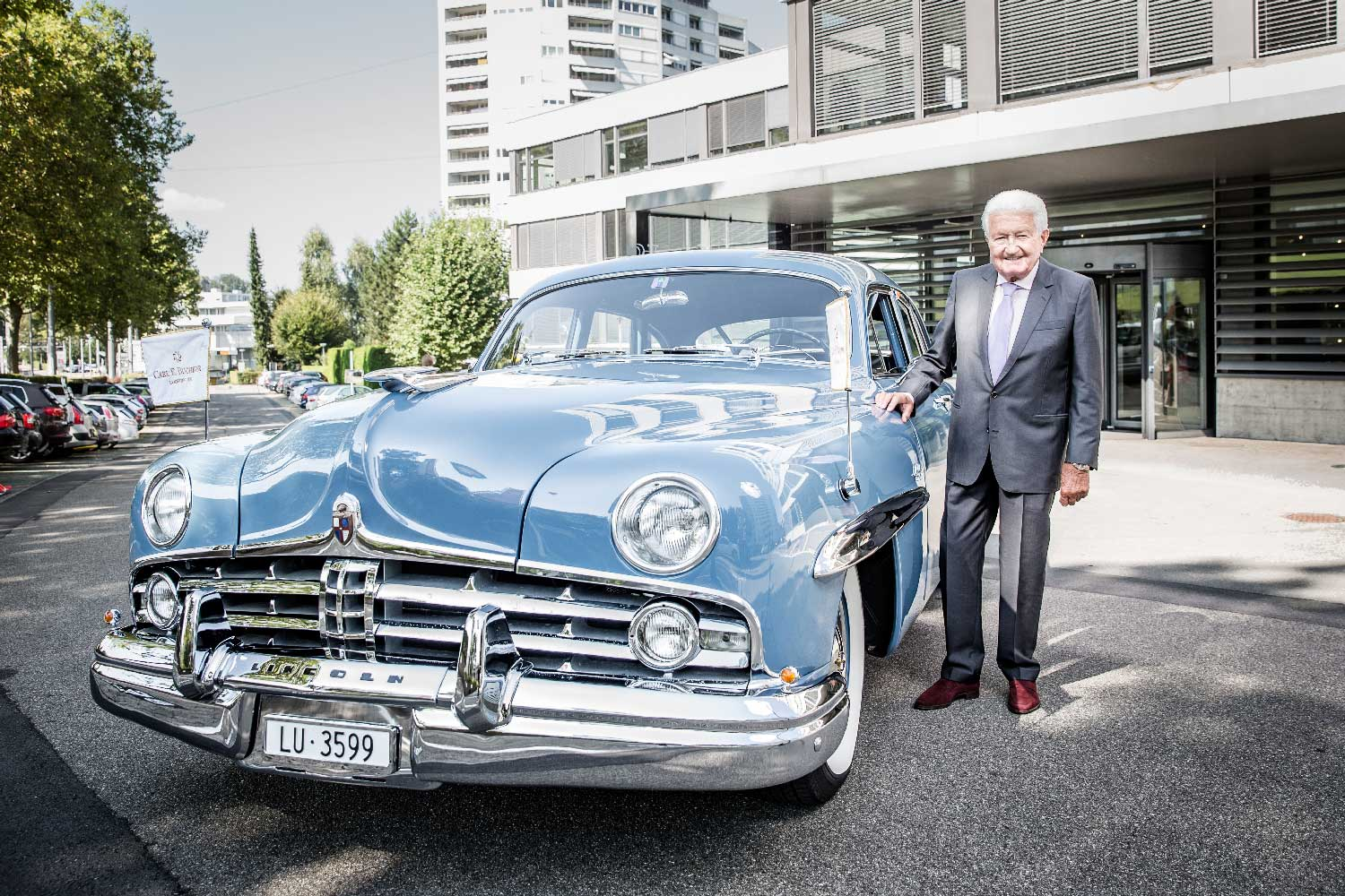Jörg G. Bucherer, the Chairman of the Bucherer Group, tracked down the family's original blue Lincoln Cosmopolitan Town Car and submitted it for full restoration to bring it back to its original glory.