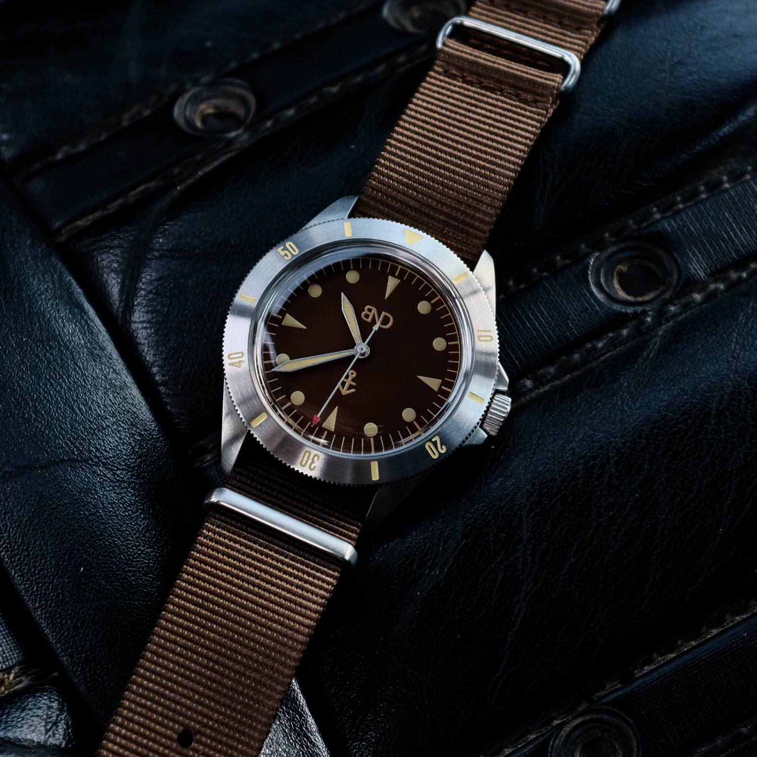 The unidirectional bezel has the same luminous in-fill, which is in the brushed steel bezel insert.