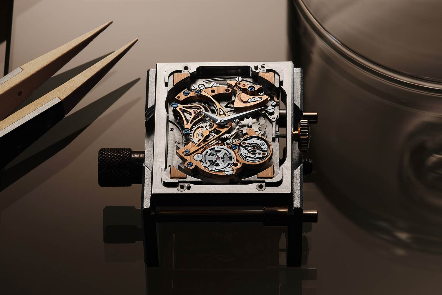 The new Reverso Tribute Minute Repeater is powered by a revised version of Calibre 944 – a movement entirely conceived, designed and produced within the Manufacture.