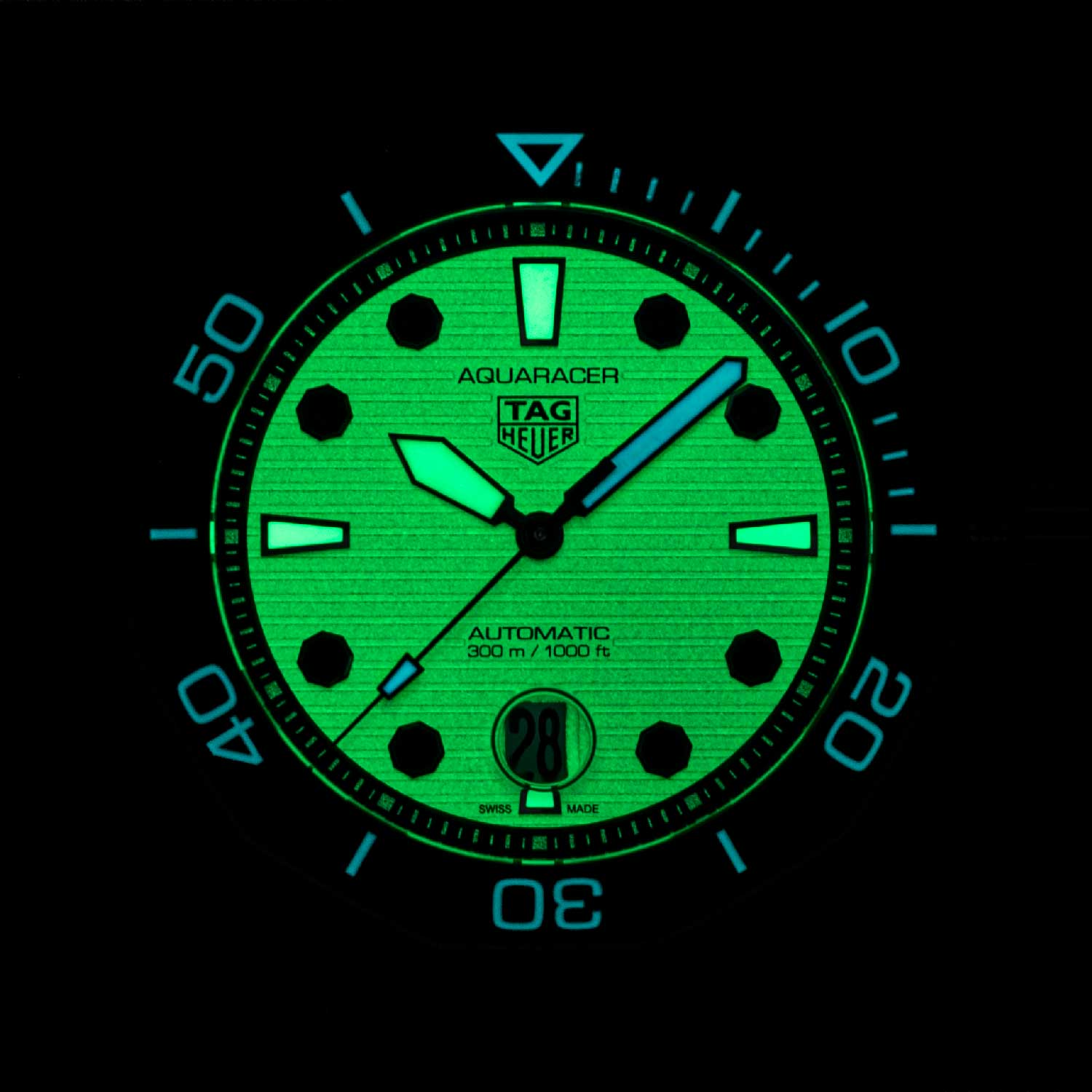 The hour hand and octagonal hour markers at 12, 3, 6 and 9 o'clock are filled with green lume, and the remaining octagonal hour markers are all edged with black lacquer. (© Revolution)