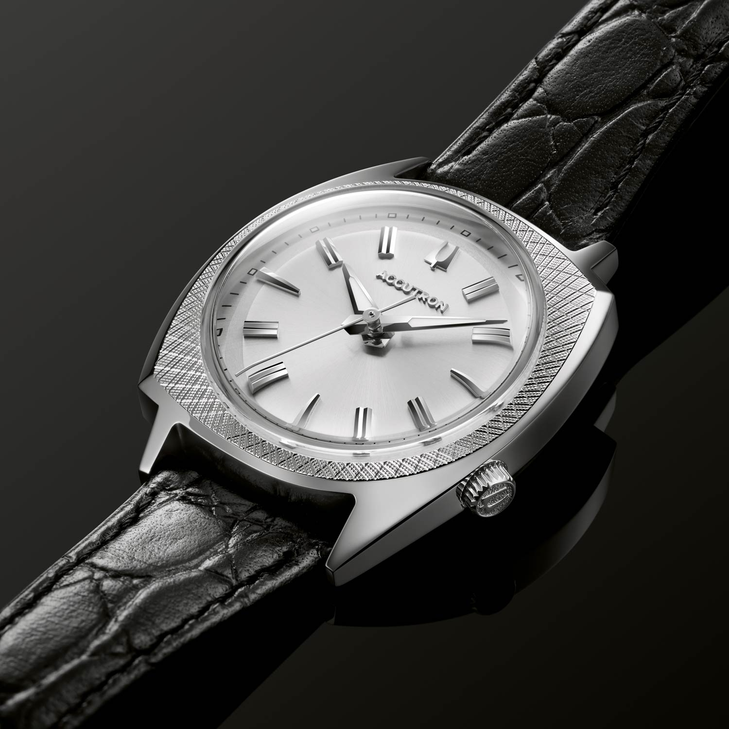 Both watches are water resistant to 30M, include an updated Swiss-made 26-jewel movement, and are individually numbered and limited to 600 pieces.