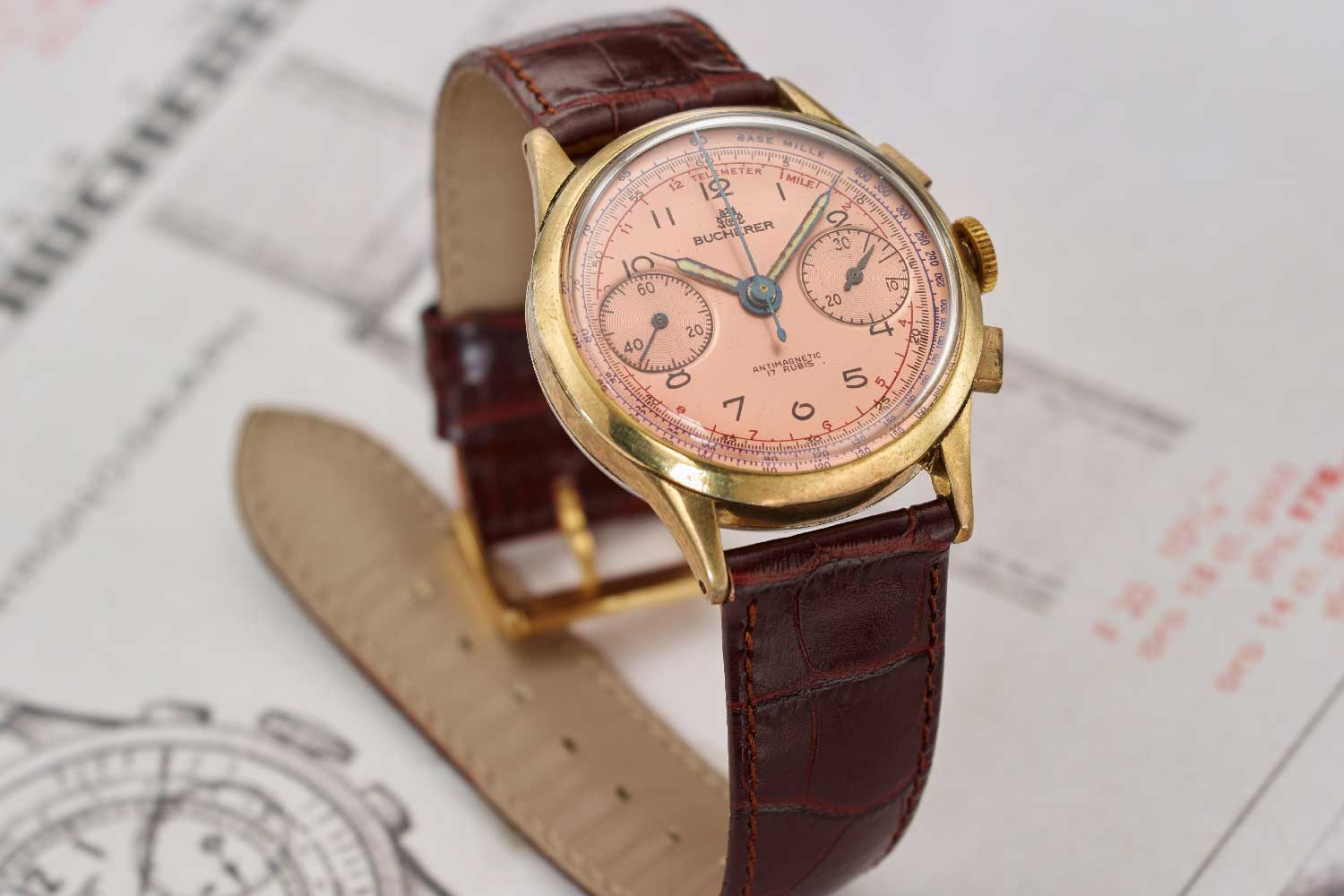 The BiCompax chronograph with its salmon coloured dial and gold case was developed at the end of the 1940s and was made available for sale around 1950. This Chronograph was the precursor to the modern wristwatch and an inspiration for the new Heritage BiCompax Annual.