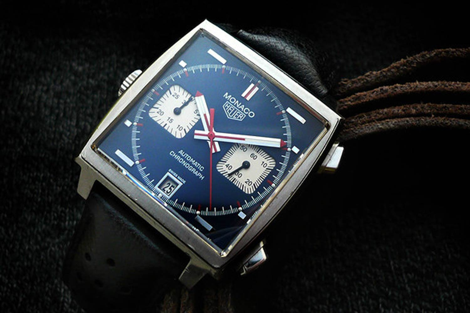 """In 2009, on the occasion of the watch's 40th anniversary, TAG Heuer introduced the CAW211A with the """"McQueen color sscheme"""""""