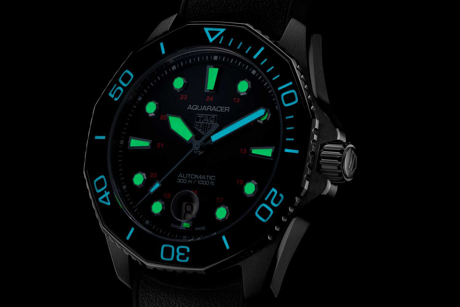While the hour hand and the indexes on the watch glow green,the minute hand, seconds hand and the inverted triangle on the bezel that represents the start of elapsed dive time glow blue. (© Revolution)