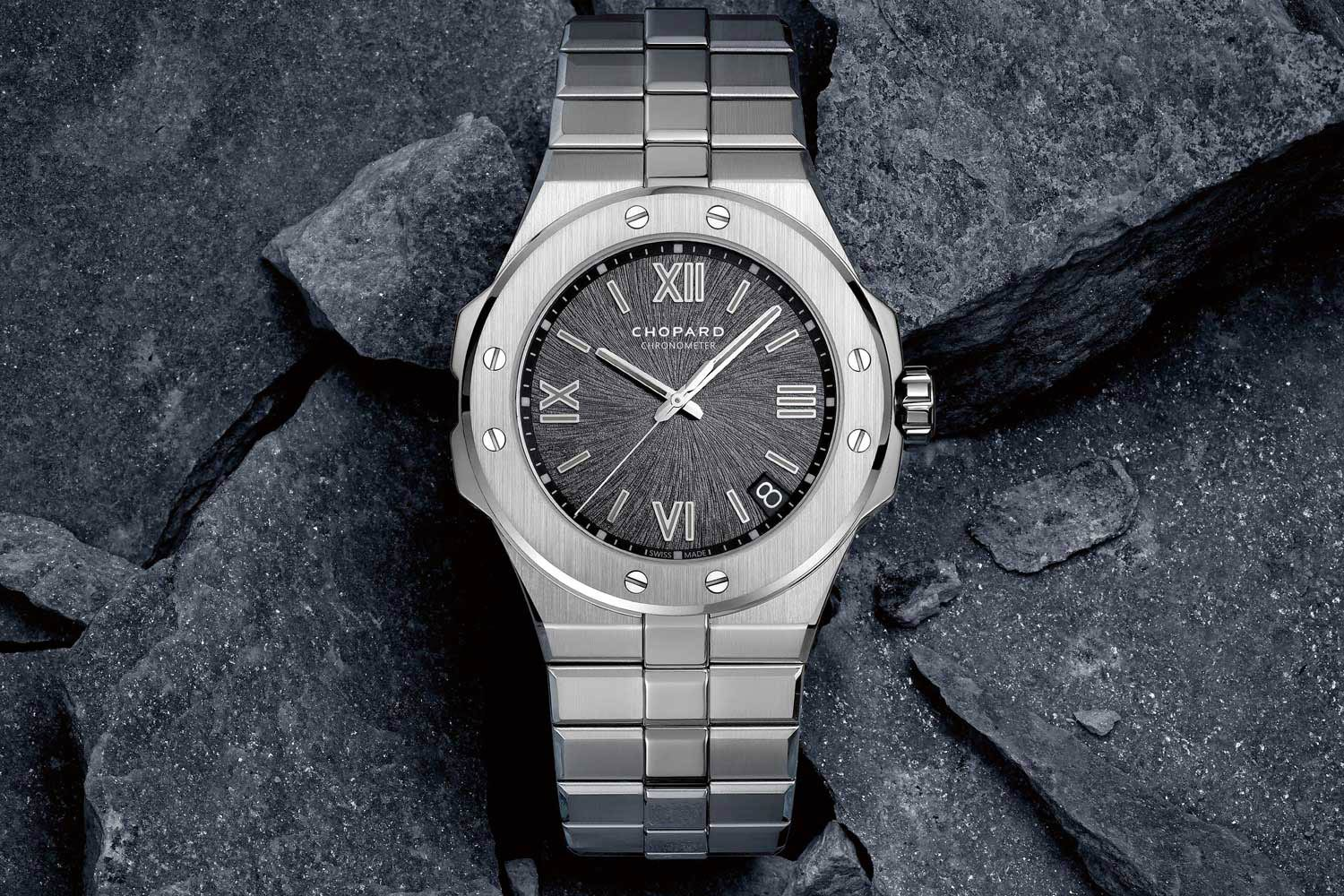 The first Alpine Eagle unveiled in 2019. With two screws at each compass point, visible ears and an integrated bracelet, the Alpine Eagle may evoke some association with other integrated bracelet watches, but it has a contemporary feel all on its own, particularly with its modern fonts on the printed, textured dial