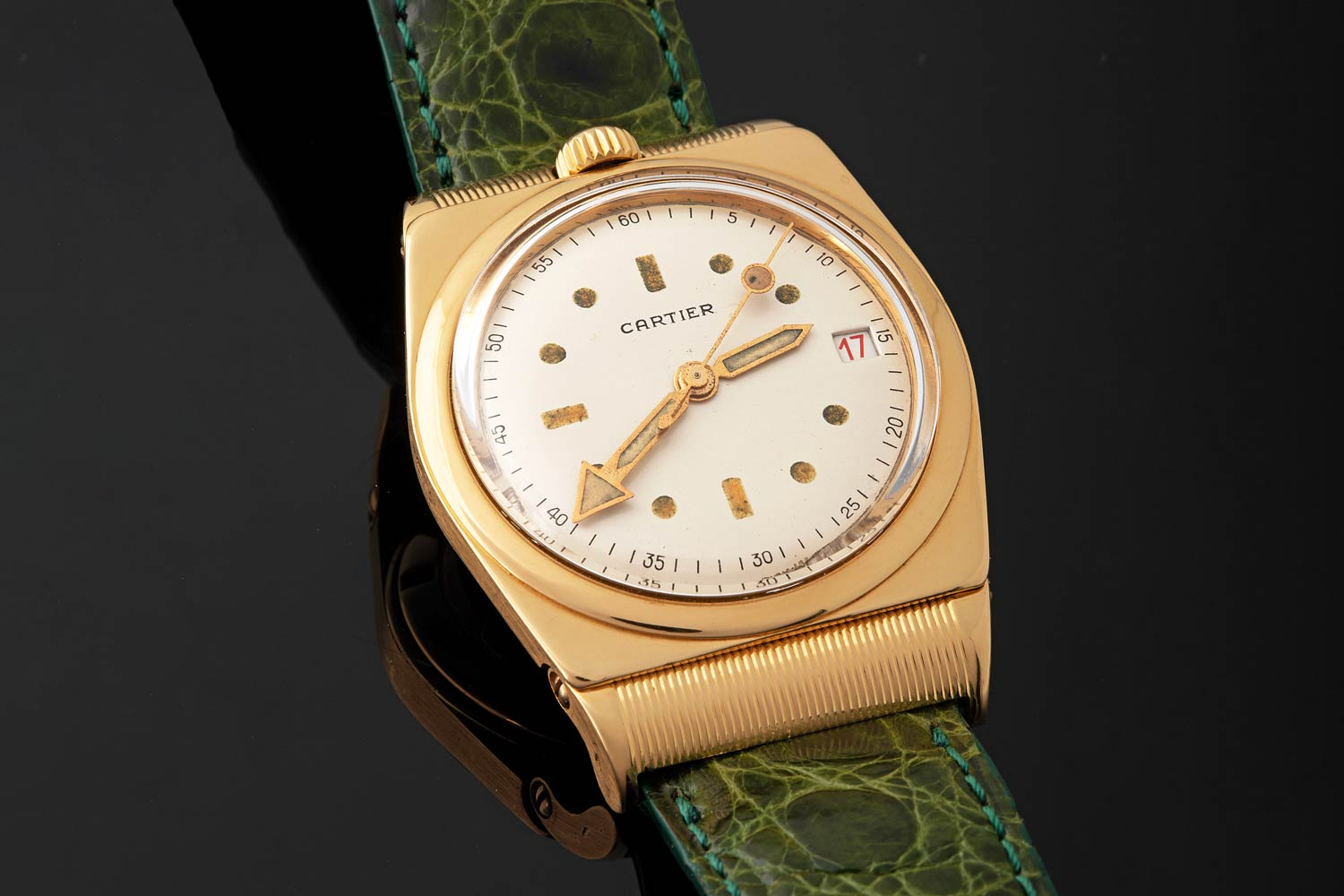An automatic Cartier wristwatch in yellow gold waterproof case and movable 'ribbed' lugs during 1947