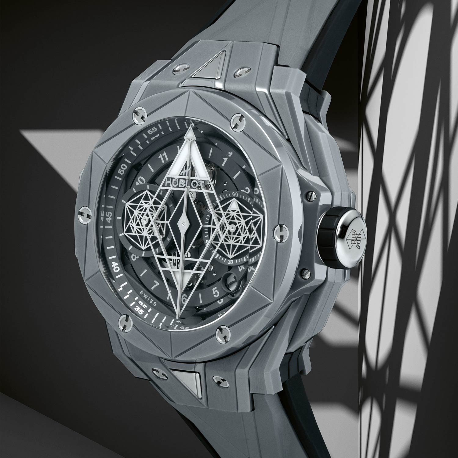 Multi-dimensional case with sharp angles and facets cut in the shape of diamonds